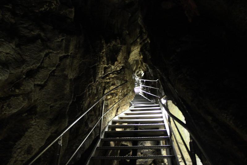 龍河洞 通天門、しんどい坂