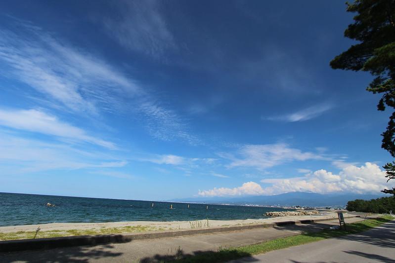 浜黒崎キャンプ場沿い 海と空