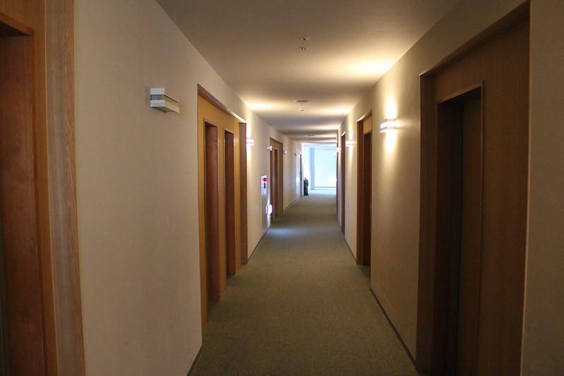 YHの廊下