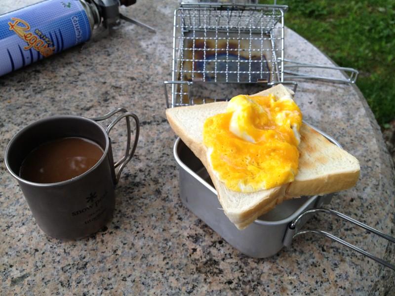 朝ご飯はコーヒーとトースト