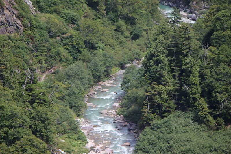 黒部ダムの下にある川