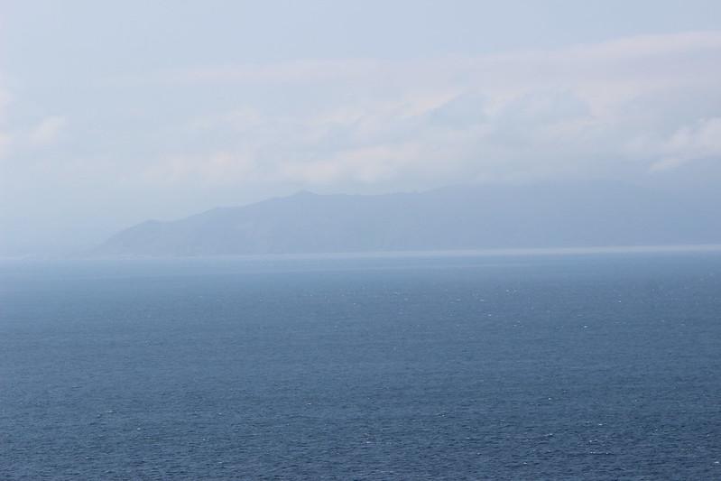 龍飛崎灯台から見える北海道