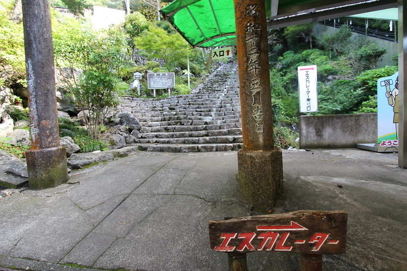階段とエスカレーター