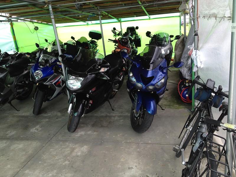 ライダーハウスPitにバイクがいっぱい