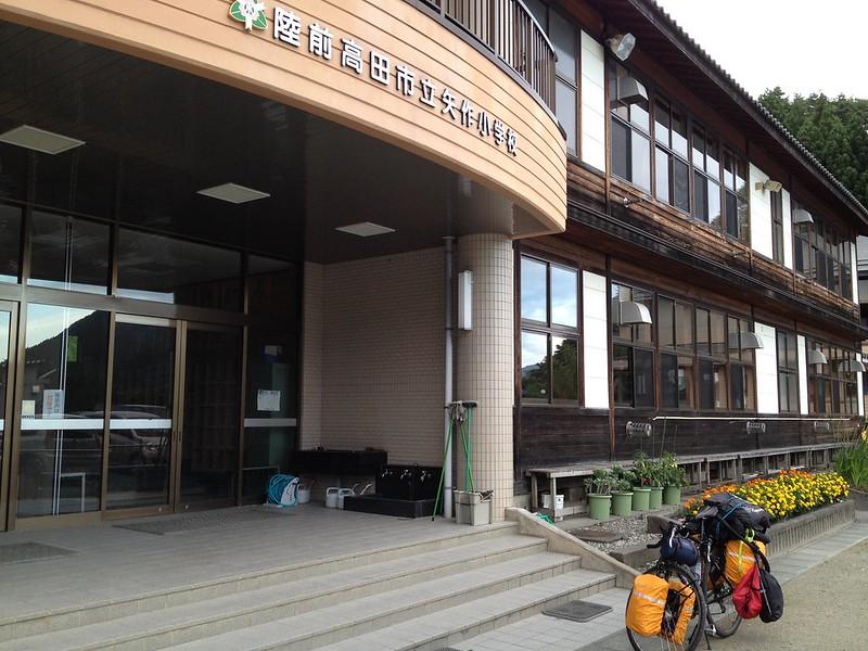 矢作小学校に到着