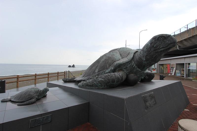 道の駅親不知 亀の銅像