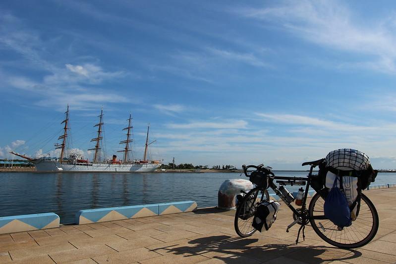 海王丸と自転車