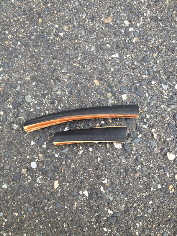 自転車屋にもらった切れタイヤ
