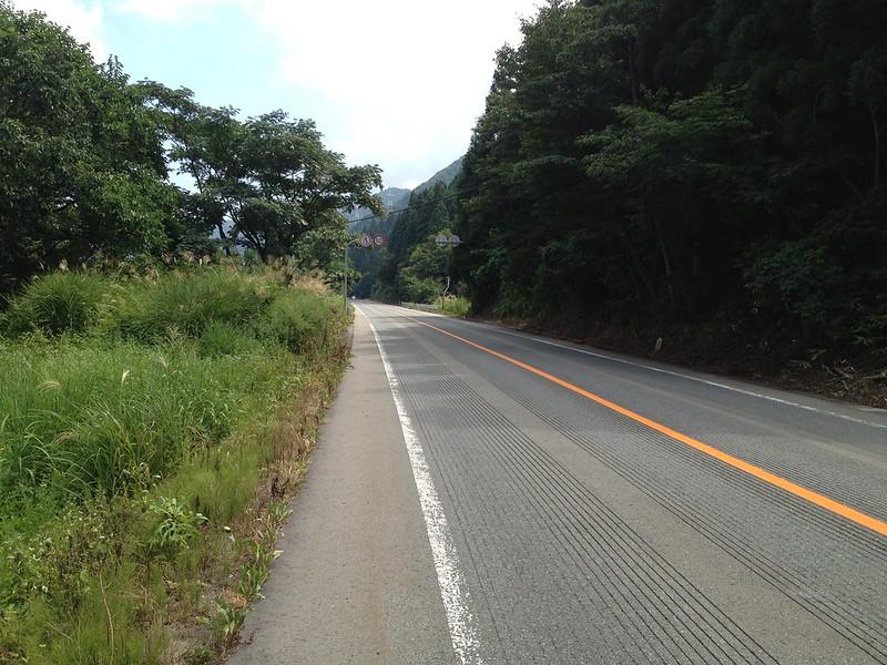 笹谷峠へ向かう道