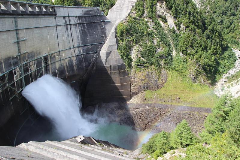 黒部ダムの放水 その3