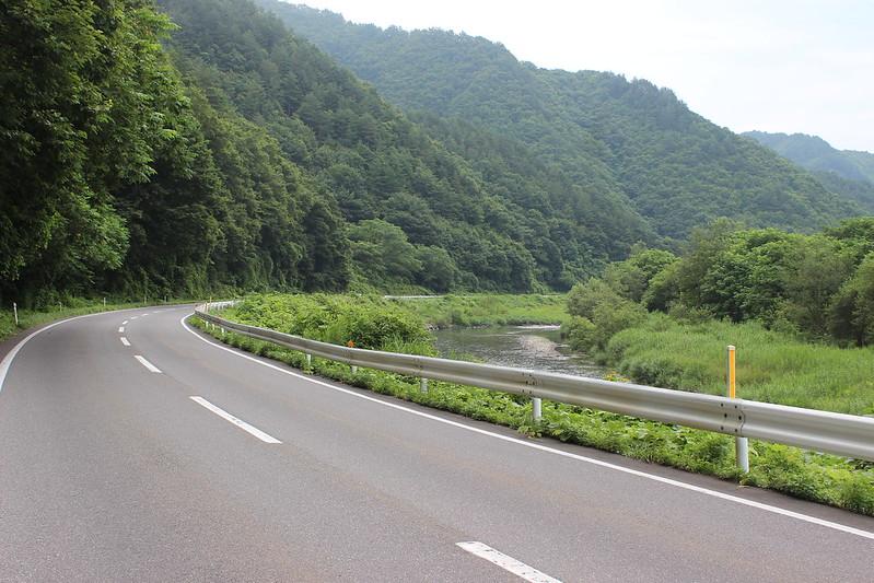 山道を進む