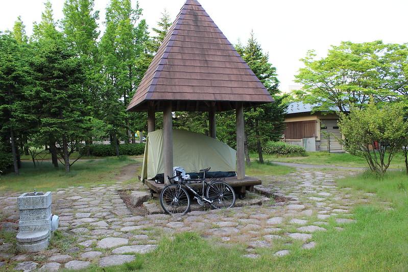 公園でテント