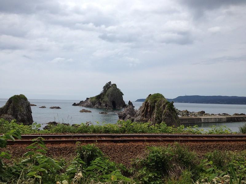 線路と海が近い