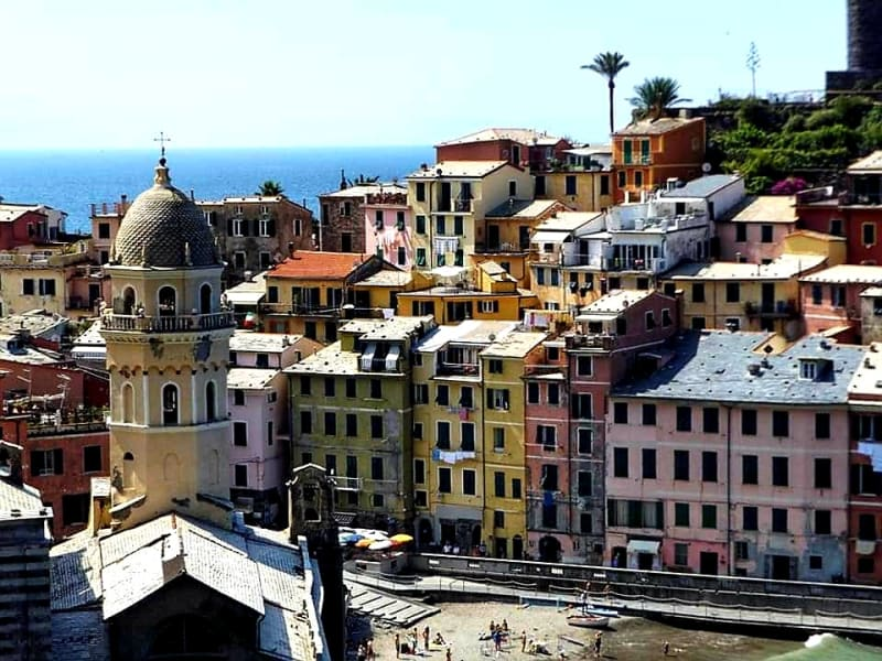 coming in to vernazza - close up