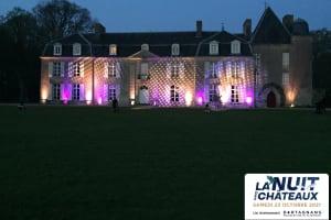 Le château de Bogard s'anime et s'illumine à la lueur des bougies dans un moment magique-image