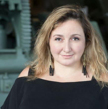 "Viveka Melki talks about her exhibition ""War Flowers"" – Episode 355"