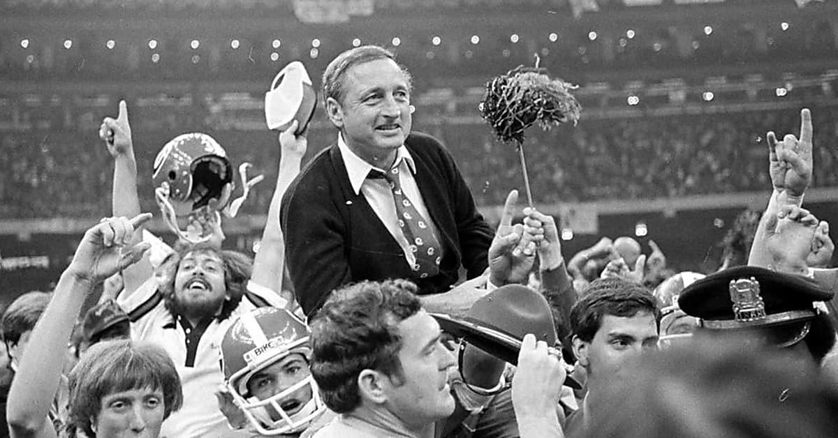 Uga Living Legend Vince Dooley Talks Football History And Kirby Smart