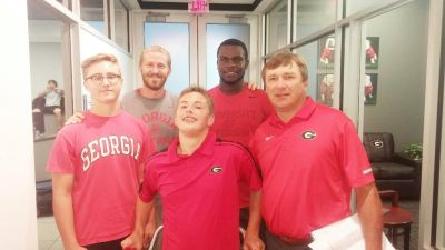 Jacob Oldknow (center) poses with his brother (left), UGA assistant coach Glenn Schumann (back left), four-star linebacker Leonard Warner III (back right) and Georgia head coach Kirby Smart during an unofficial visit earlier this month. (Special)