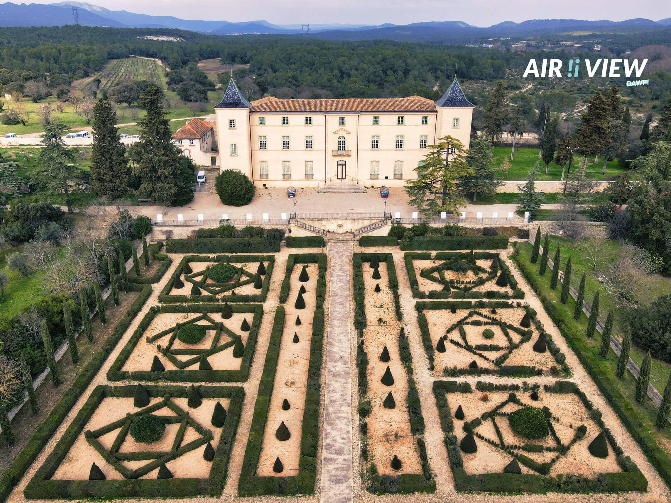 Vue du domaine départemental de restinclières - chateau jardins
