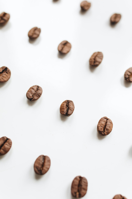 kaffebønner-på-bord