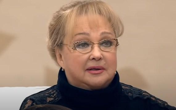 Духовник запретил Наталье Гвоздиковой посещать храм