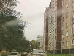 В Новокузнецке водитель Лэнд Крузера самоутвердился, припарковавшись на тротуаре (ФОТО)