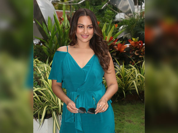 Dazzlerr: Choose Between the Sonakshi's Ethnic Outfit or the Ruffled Dress