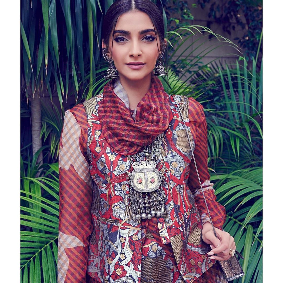 Dazzlerr: Sonam Kapoor Paints the Town in Red for The Zoya Factor Promotions