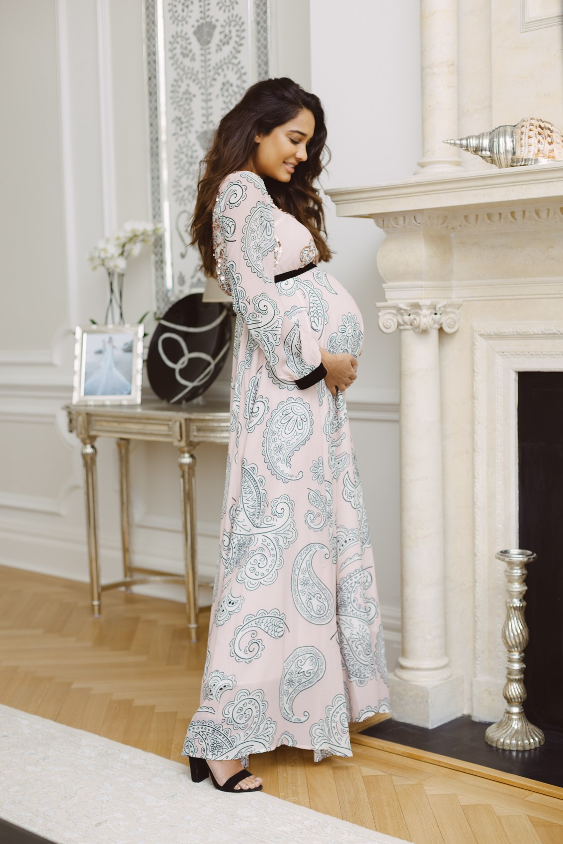 """Dazzlerr: Bollywood Actresses Who Took """"Maternity Style"""" a Step Ahead"""