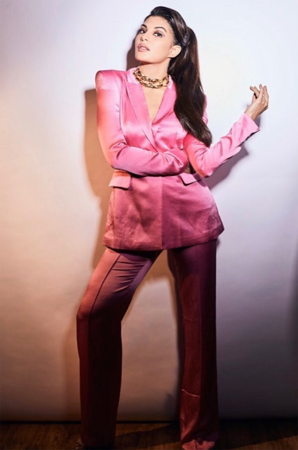 Dazzlerr: Pink Pantsuit is the New Obsession of the Bollywood Divas