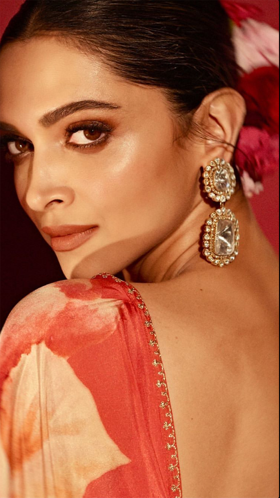 Dazzlerr: Deepika Padukone Stuns in a Floral Red Saree at Lokmat Most Stylish Awards 2019