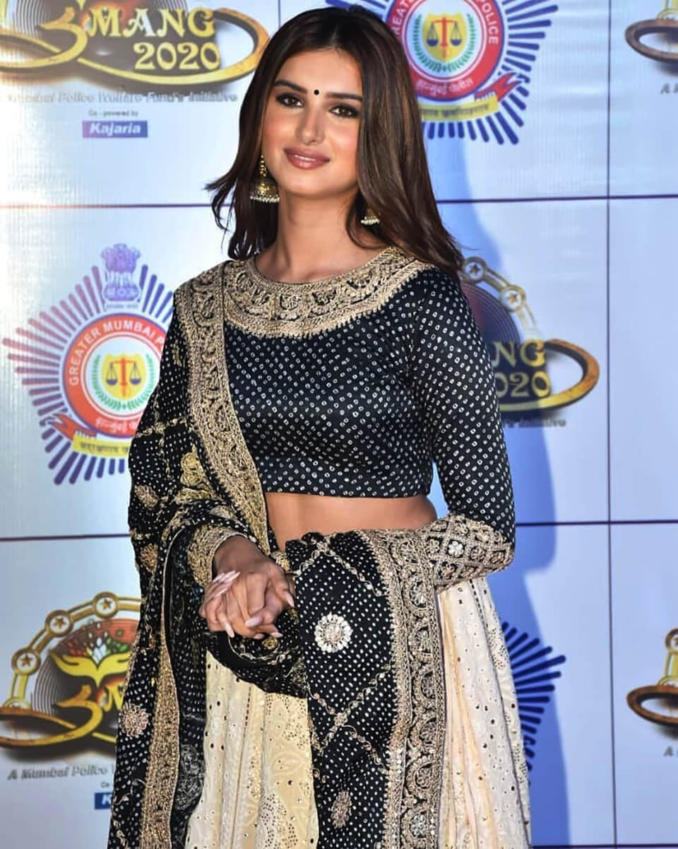 Dazzlerr: Stunning Lehenga Inspiration from Actresses at Umang 2020