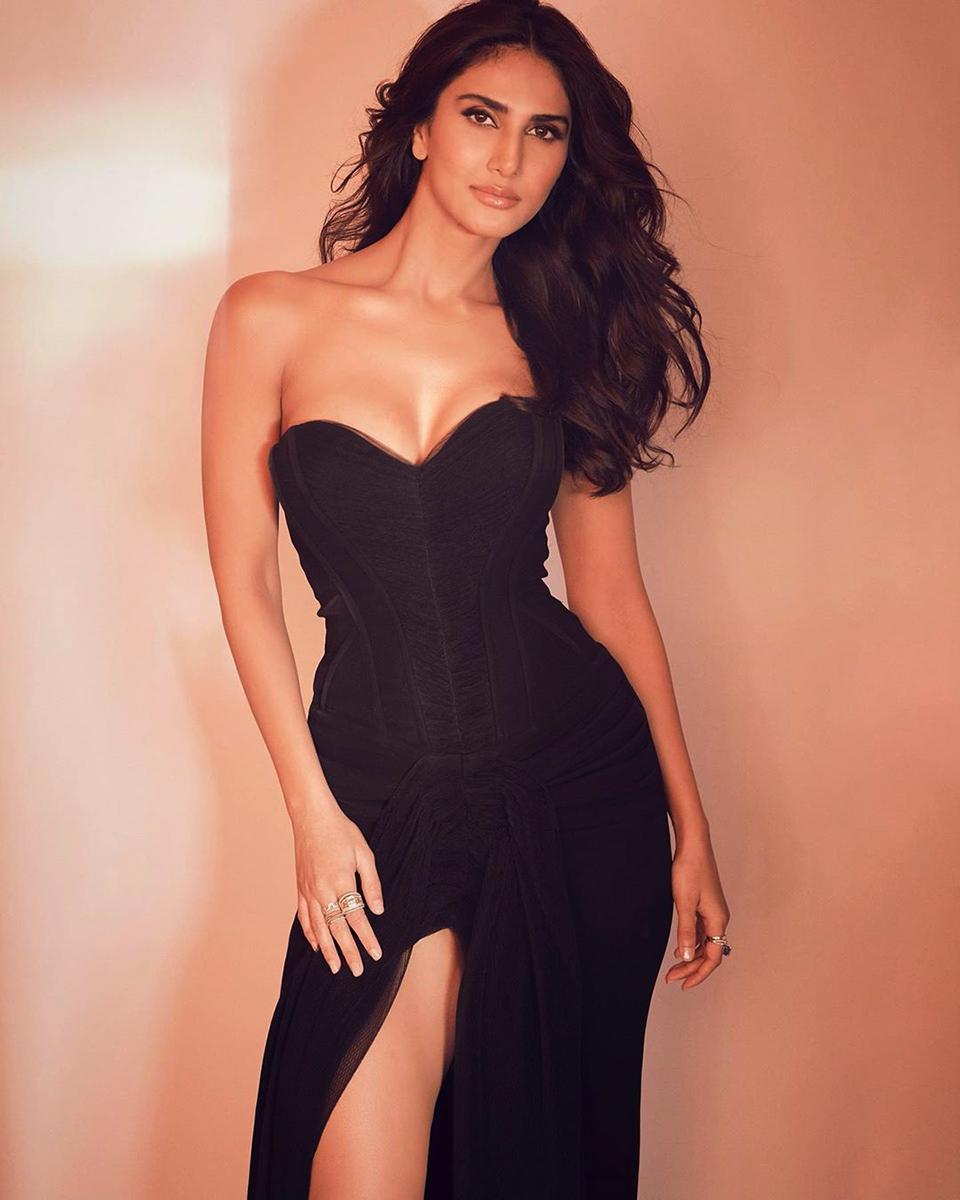 Dazzlerr - Bollywood Divas Upped Their Fashion Game at 65th Amazon Filmfare Awards