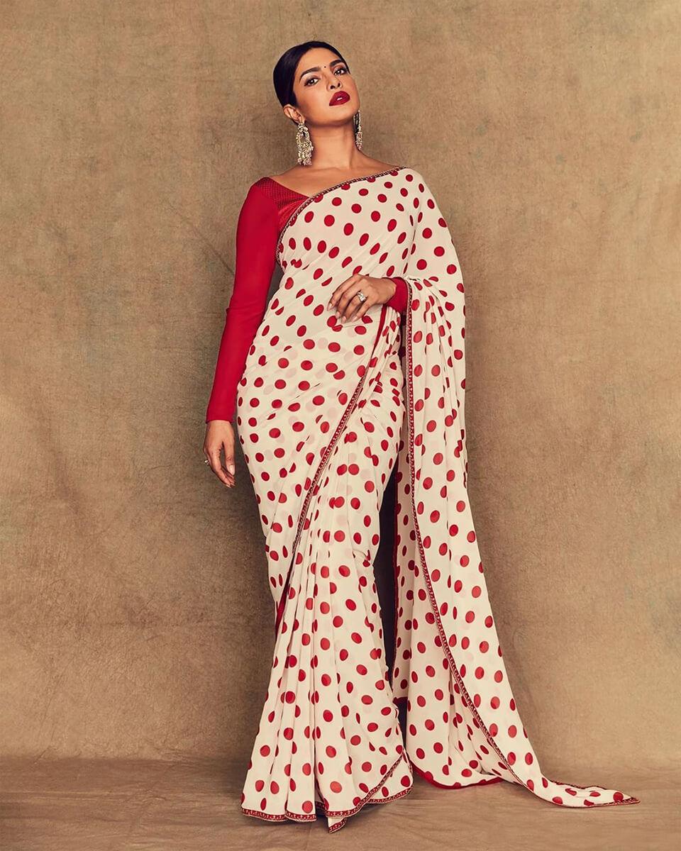 Dazzlerr: Sizzling Desi Outfits of Priyanka Chopra Jonas