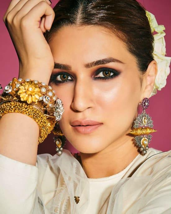 Dazzlerr: Stunning Lehenga Inspiration from Actresses at Umang 2020