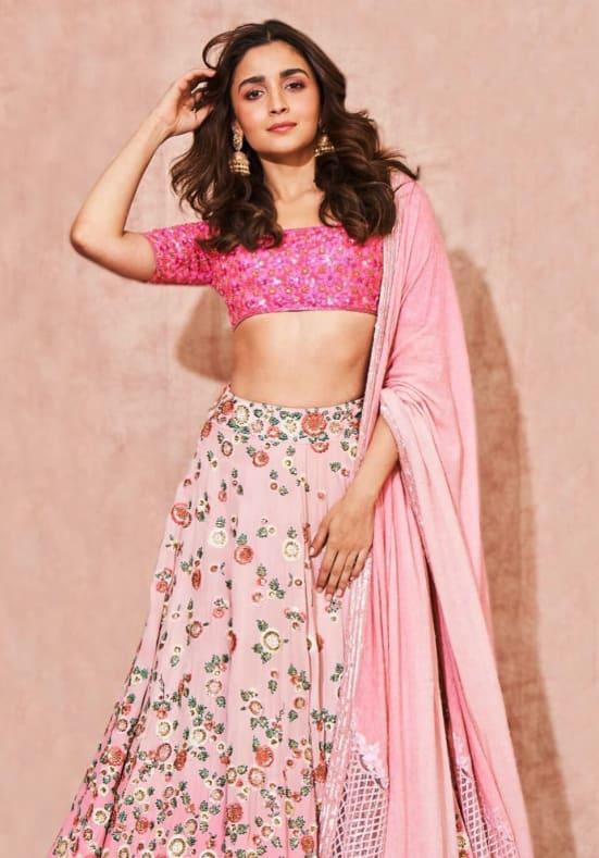 Dazzlerr: Bollywood Dazzling in Manish Malhotra Creations