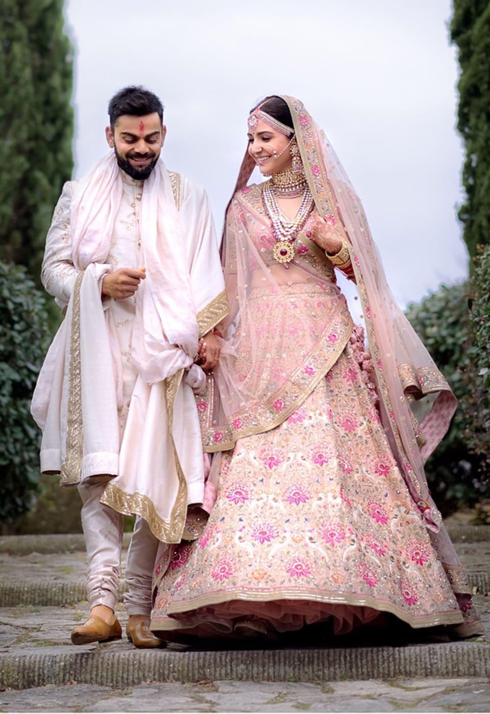 Dazzlerr: Flashback- A look at the Anushka Sharma's Wedding Outfits