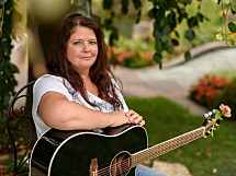 Yvonne Brugger - Gesang & Gitarre