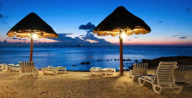 Playa de noche en Cancún