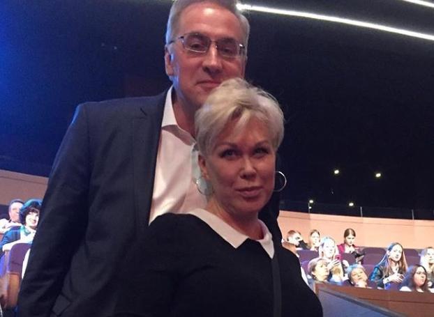 Телеведущий Андрей Норкин сообщил о смерти супруги Юлии Норкиной