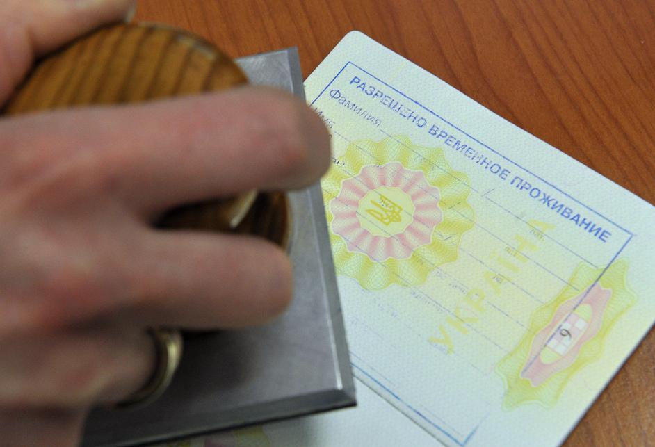 Прописка по РВП (разрешение на временное проживание) — нужна ли регистрация после получения, список необходимых документов, по адресу, права иностранного гражданина