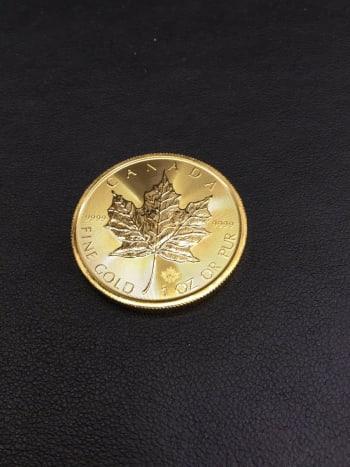本日渋谷本店にてお買取りさせて頂きました カナダ・メイプルリーフ金貨 本日のK24買取金額が6580円。 1オンスの重さが31.1gですので、6580×31.1=204,638 切り上げて、204,700でお買取りさせて頂きました 手数料無しの宝石広場の為、この価格です!!! #金貨 #コイン #買取 https://t.co/3AUAGJ3kNz