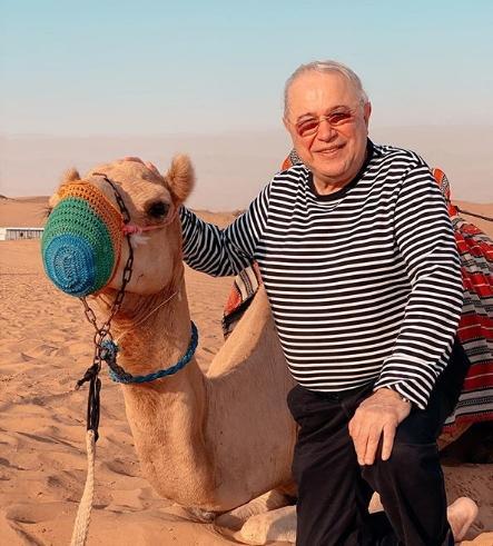 Евгений Петросян прокатился на верблюде в пустыне ОАЭ