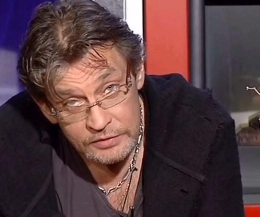 Актер Александр Домогаров со скандалом ушел из МХАТа имени Горького