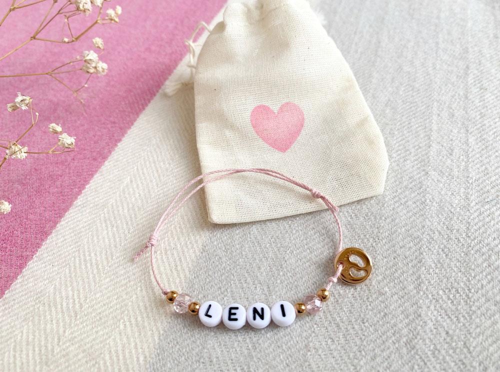 Personalisiertes Filigranes Armband Babyfüße