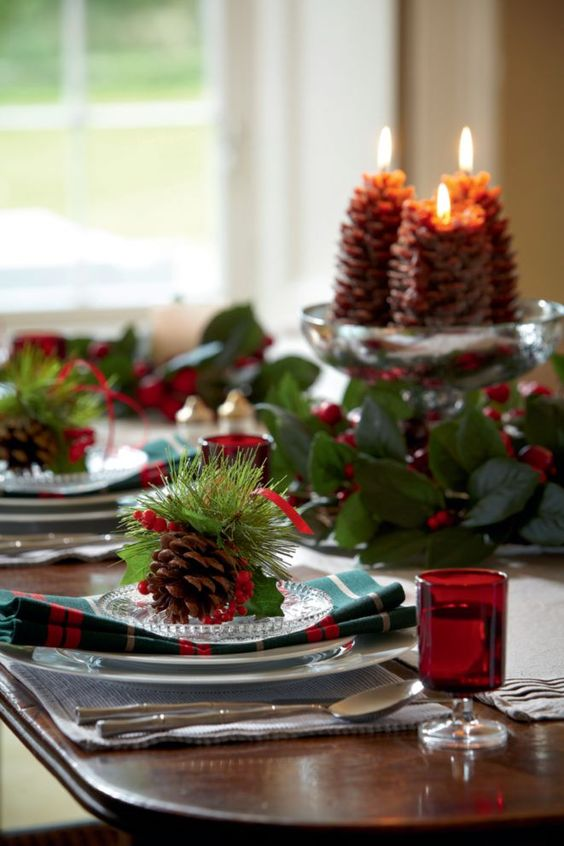 Trends are a sparking Christmas tree table