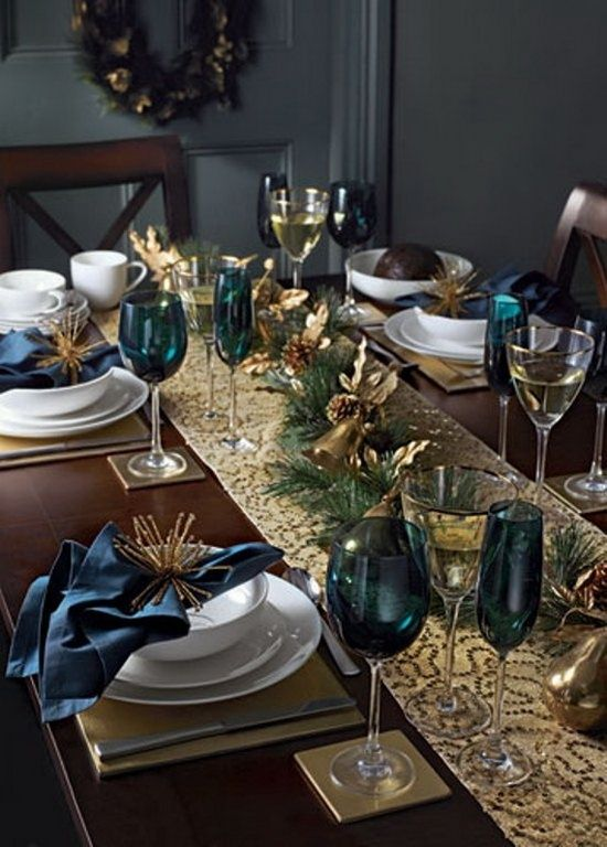 Trends are a sparking Christmas table