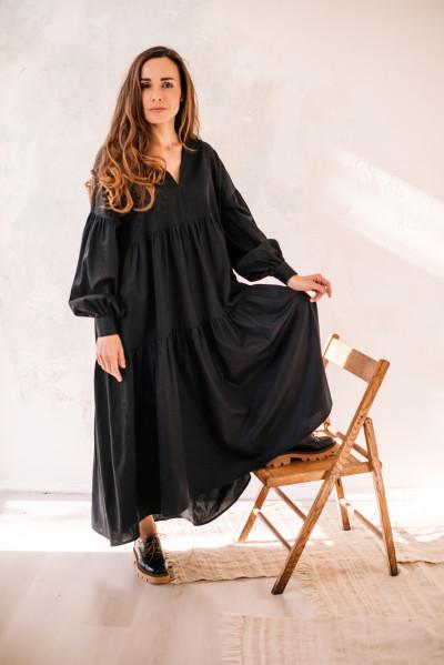 Довга хвиляста сукня