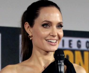 СМИ: Анджелина Джоли закрутила роман с Колином Фарреллом