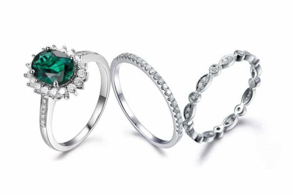 Wonderful emerald engagement ring on Myraygem